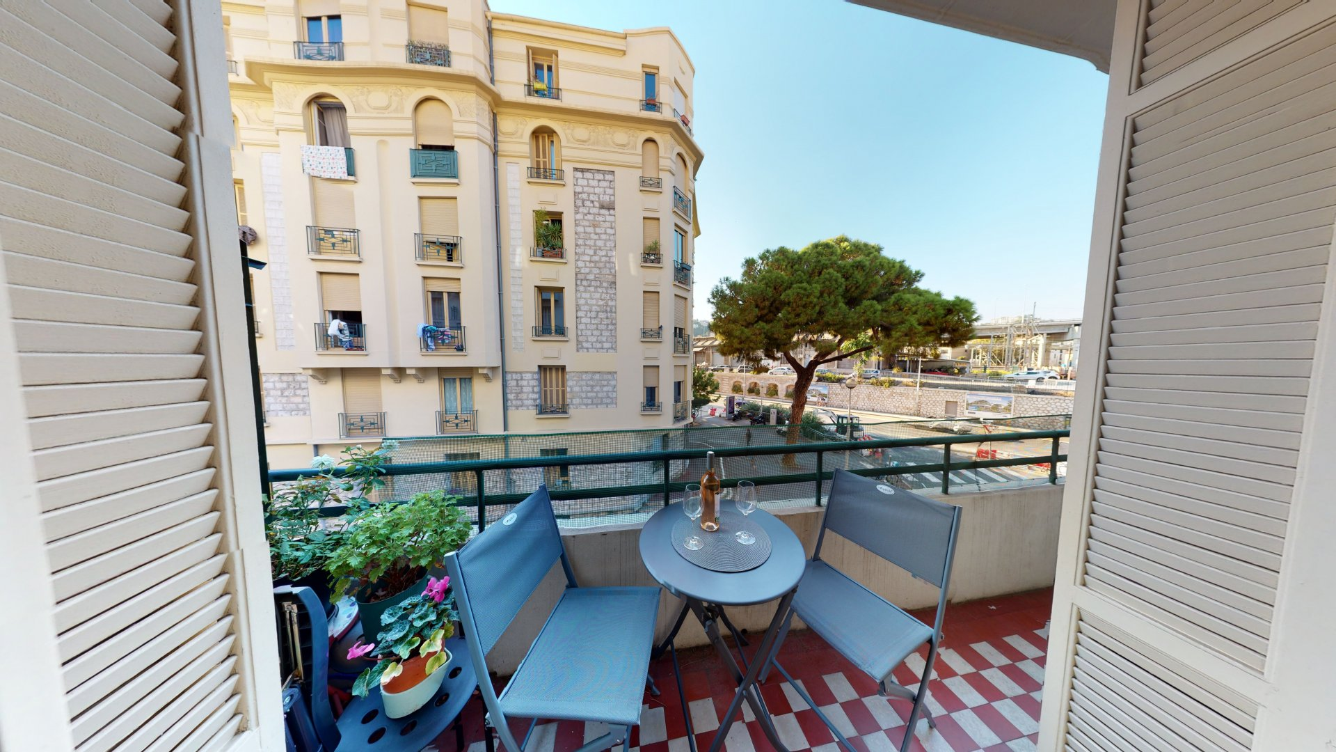 Renovated two bedroom property for sale in Nice Musiciens