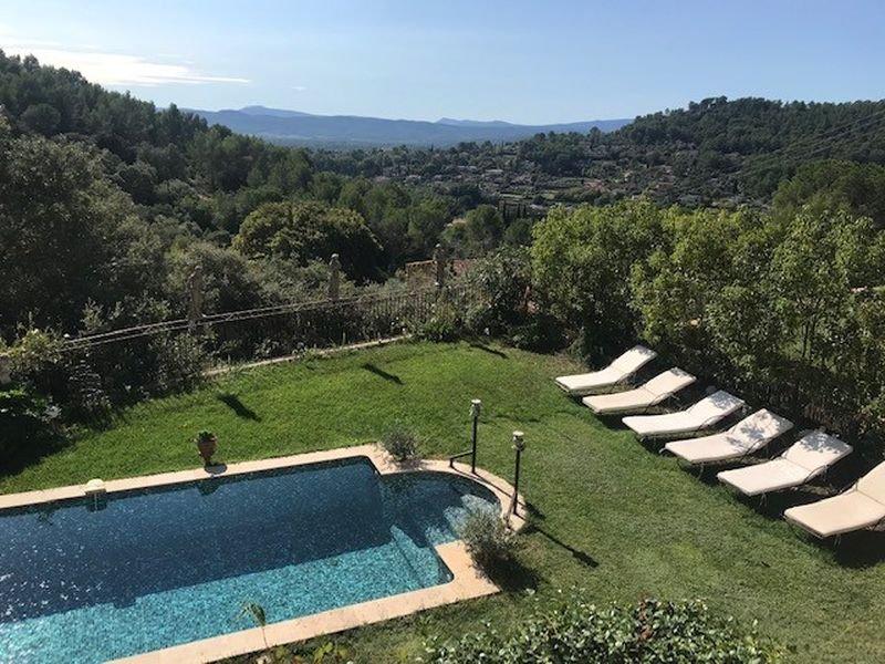 Cotignac vue 3 chambres garage piscine