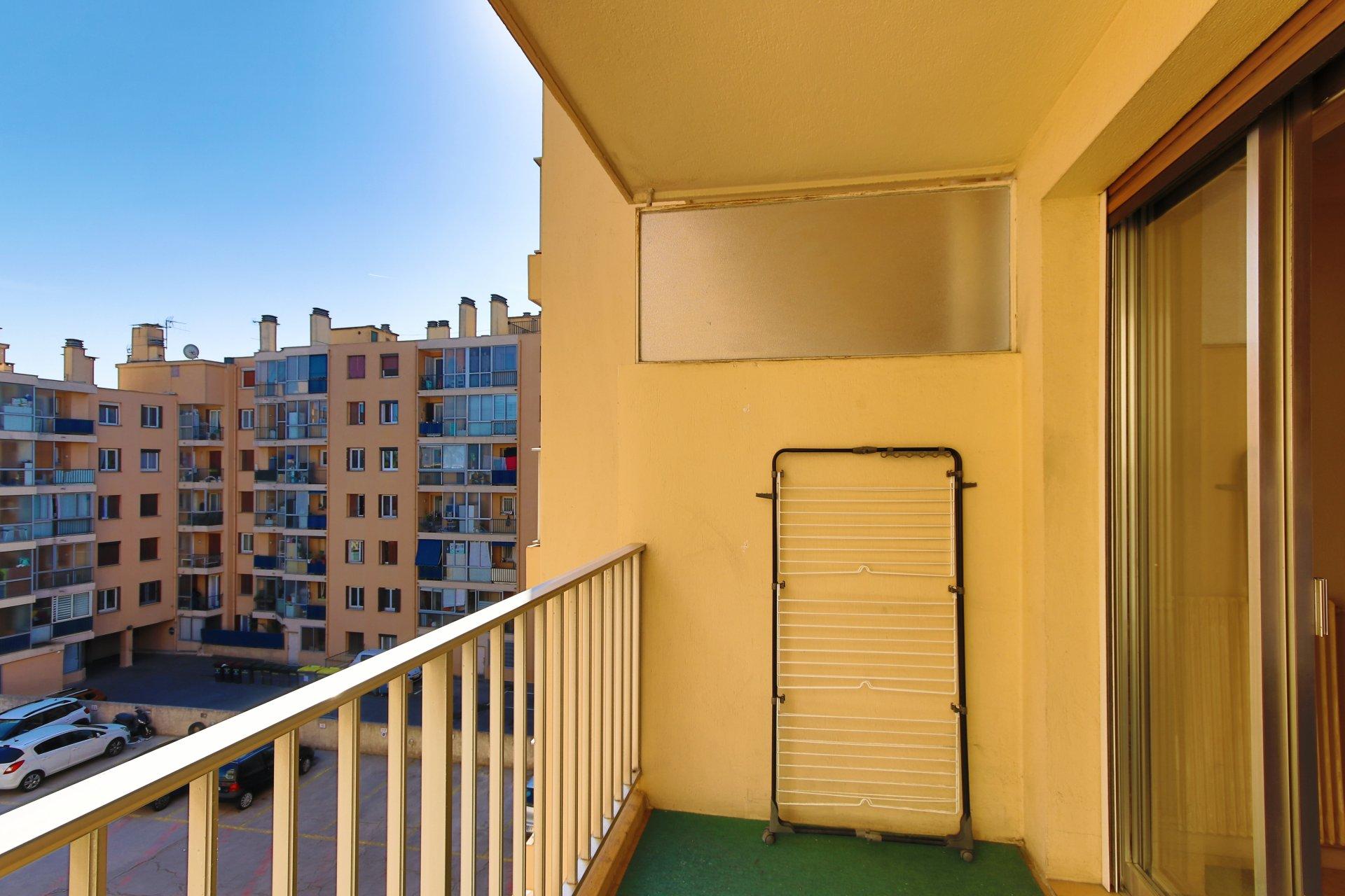 Appartement 2 pièces centre ville avec parking et cave