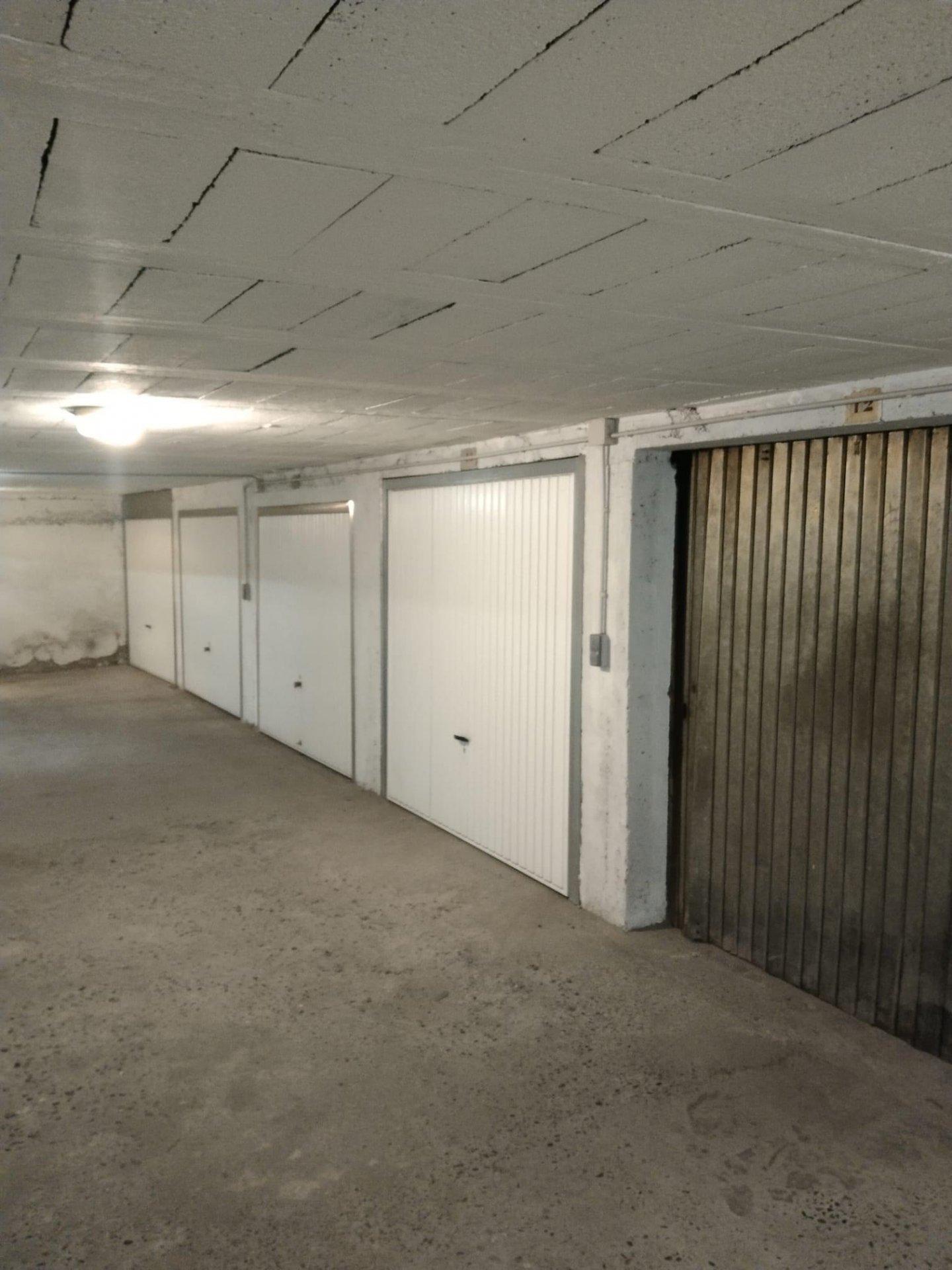 Grand garage en sous sol