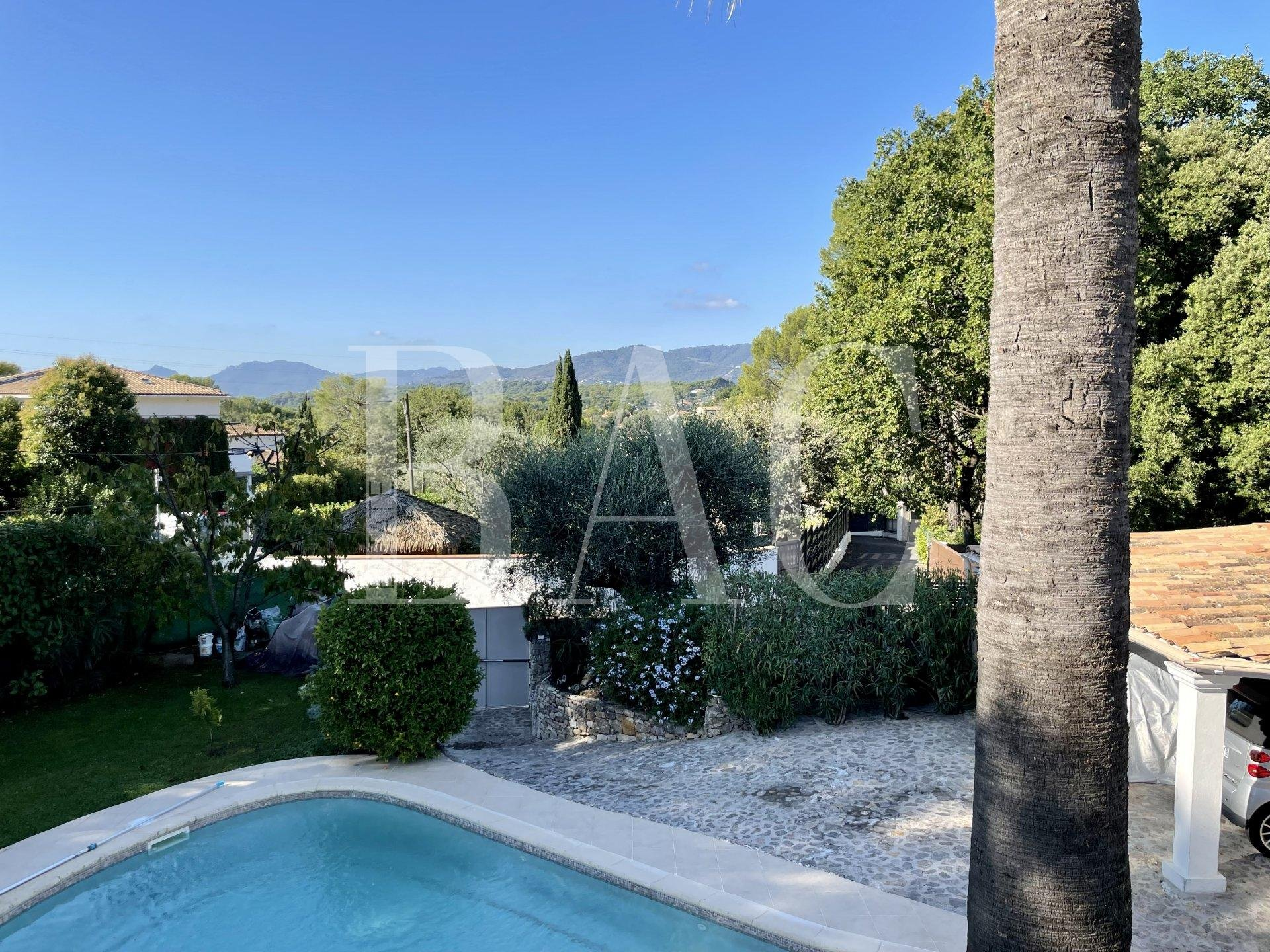 Mougins, villa citadine avec piscine