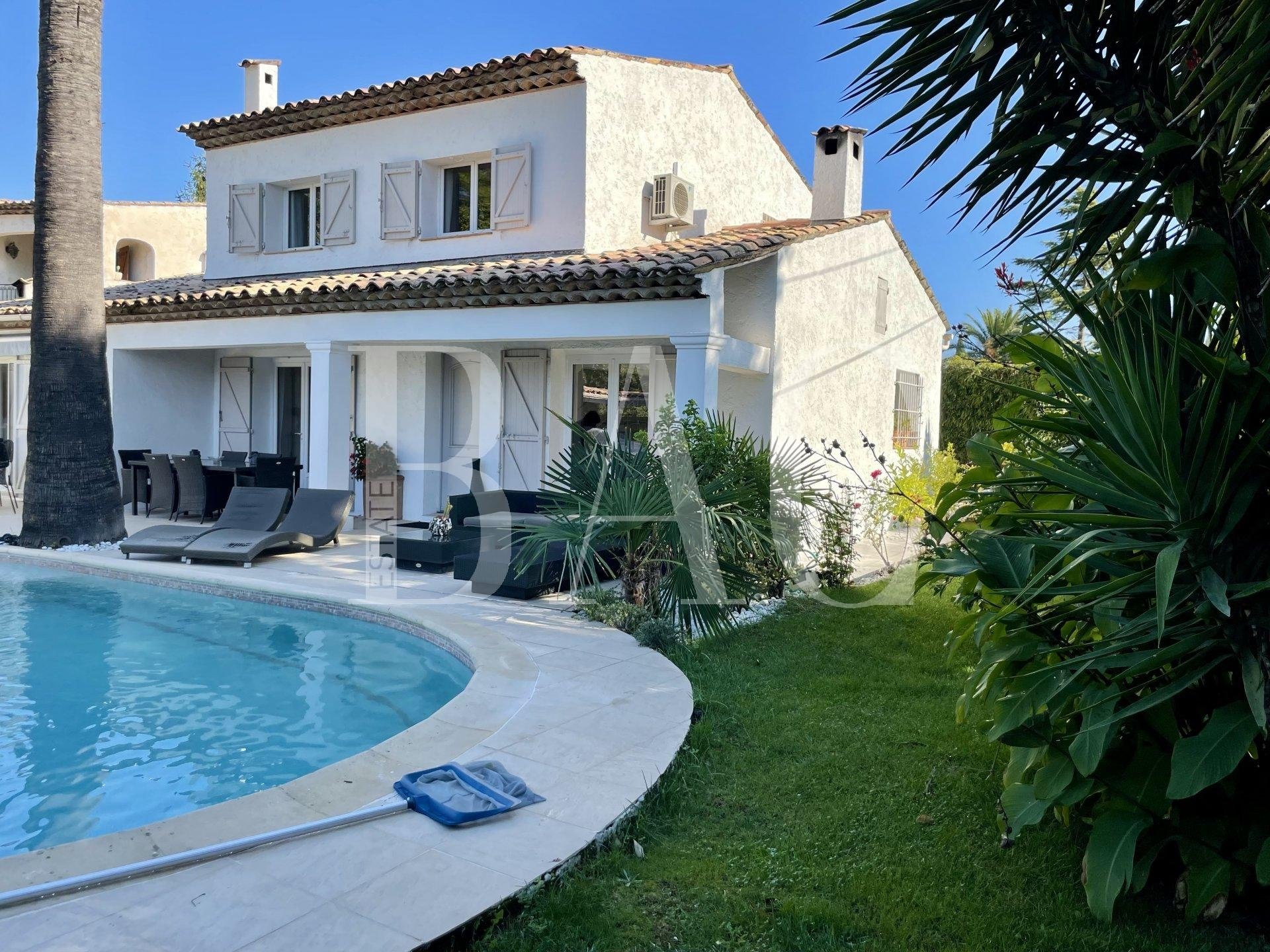 Mougins, city villa with swimming pool