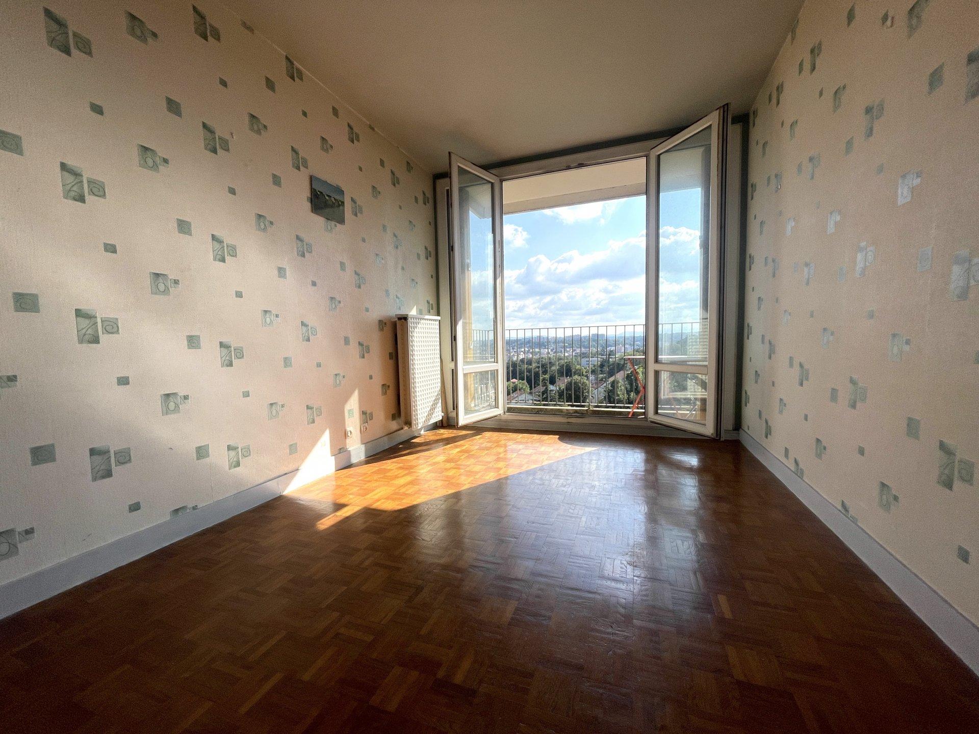 Appartement T3 au dernier étage proche Confluence