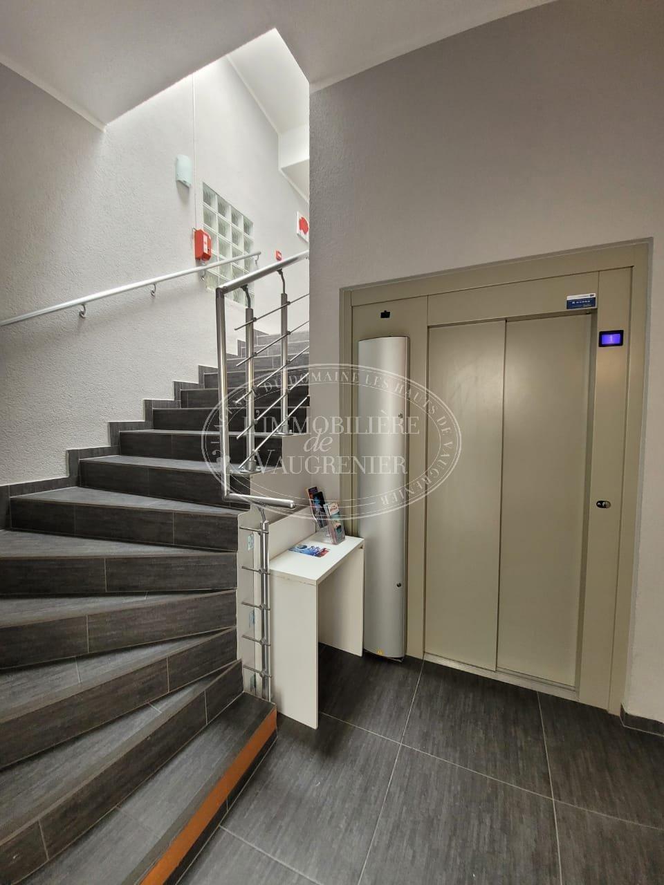 VENTE HOTEL VIEIL ANTIBES 6 CHAMBRES 950 000.-€