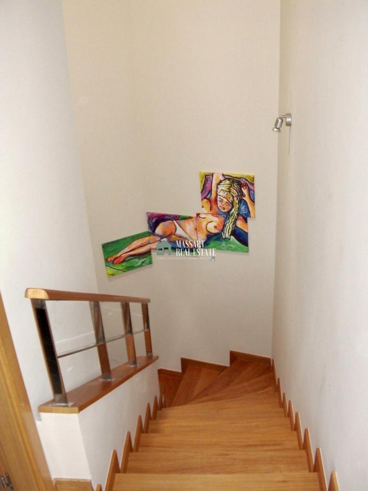 Duplex de 113 m2 entièrement meublé et caractérisé en offrant de belles vues sur la plage de La Tejita et Montaña Roja, à El Médano.