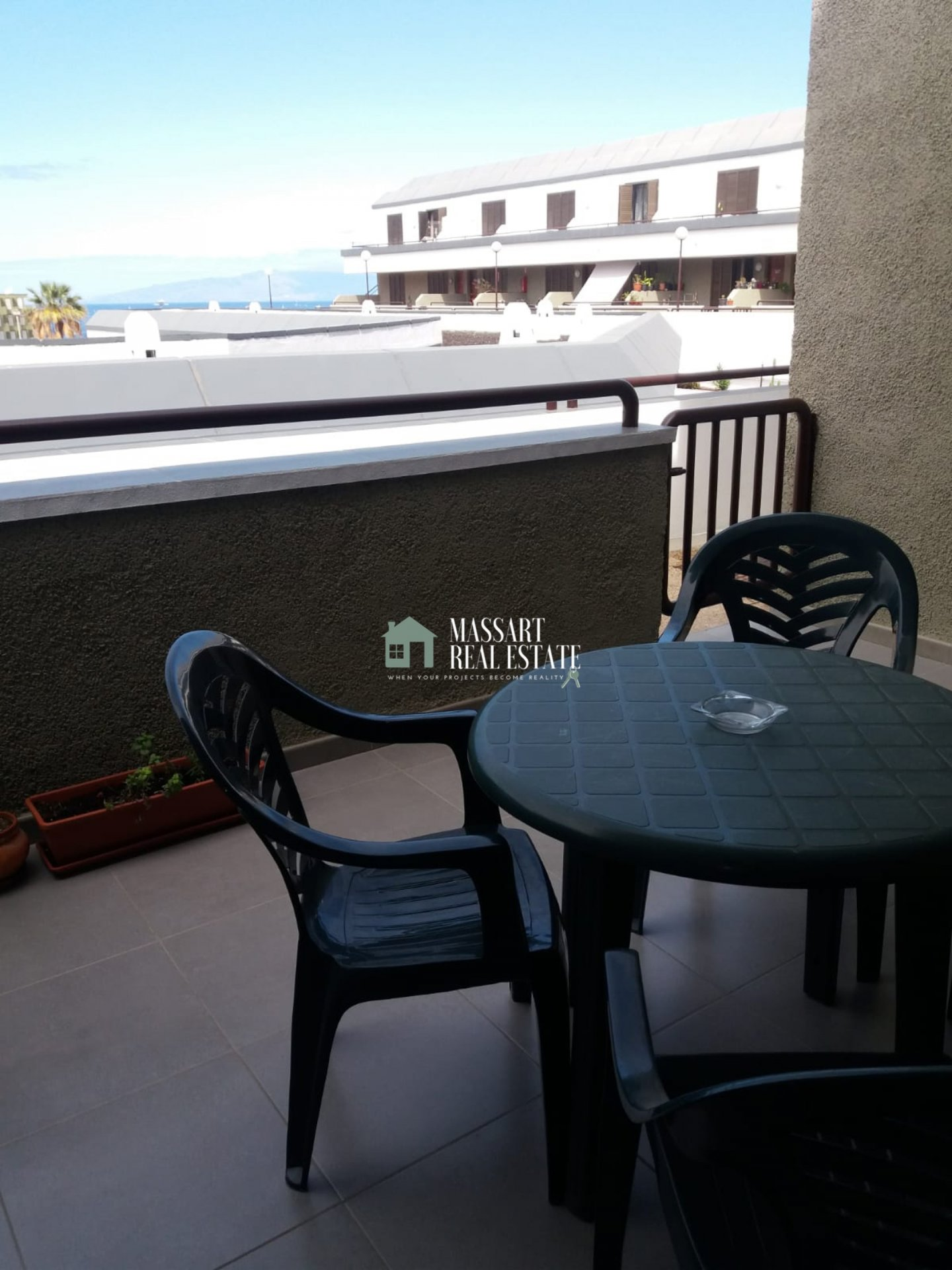 Renovated 50 m2 apartment characterized by offering partial sea views from its terrace, in the residential complex Caledonia Park (Costa Adeje).