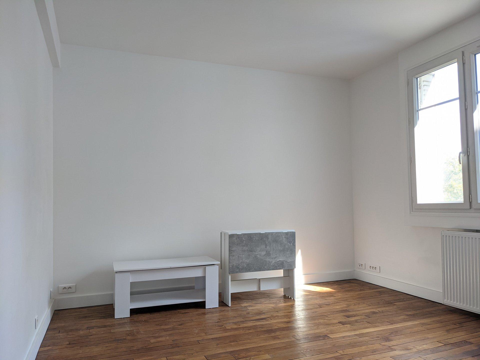 Studio  26.01 m² 75007