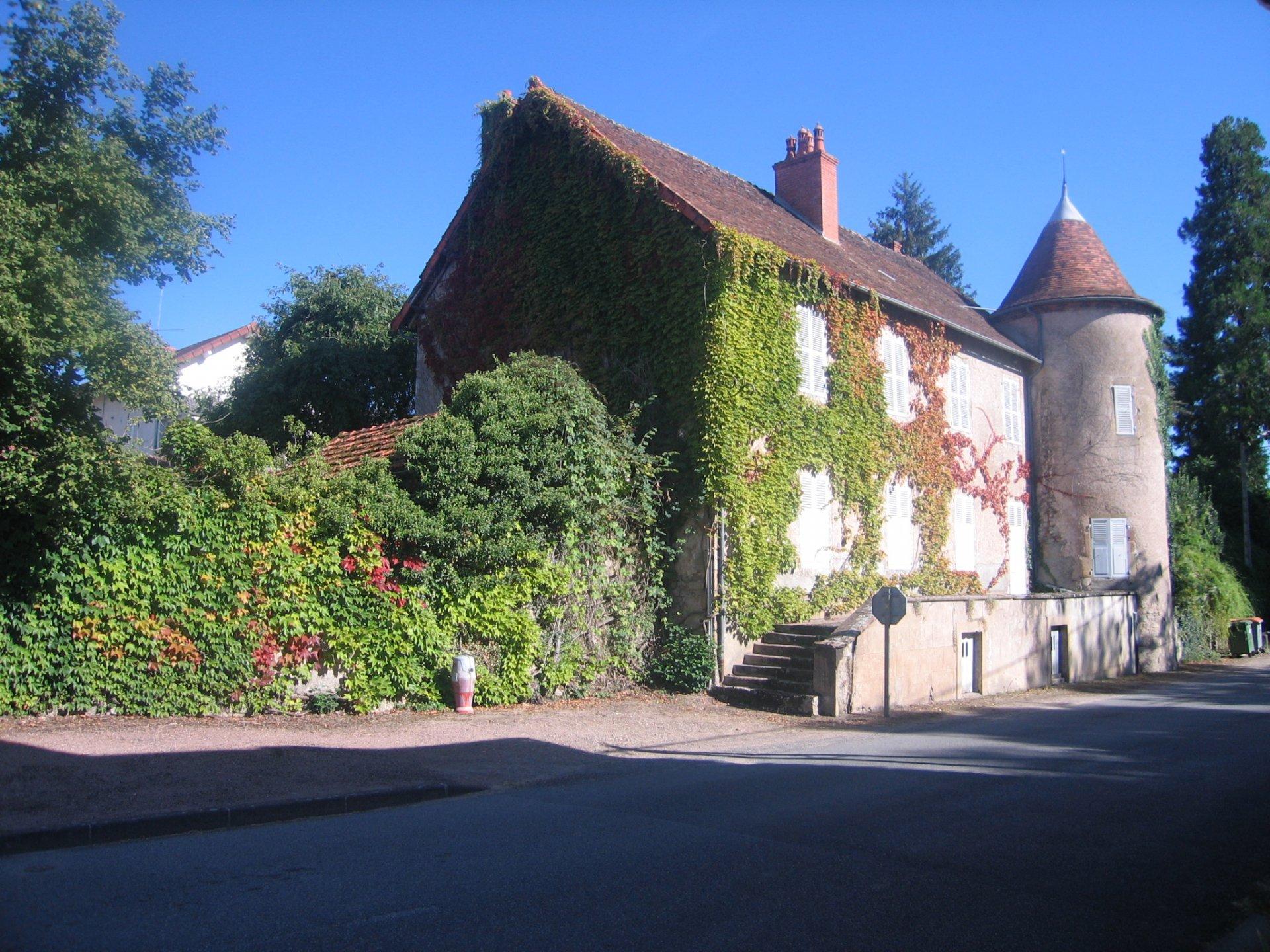 Castle in the Allier for sale origin 15th century.