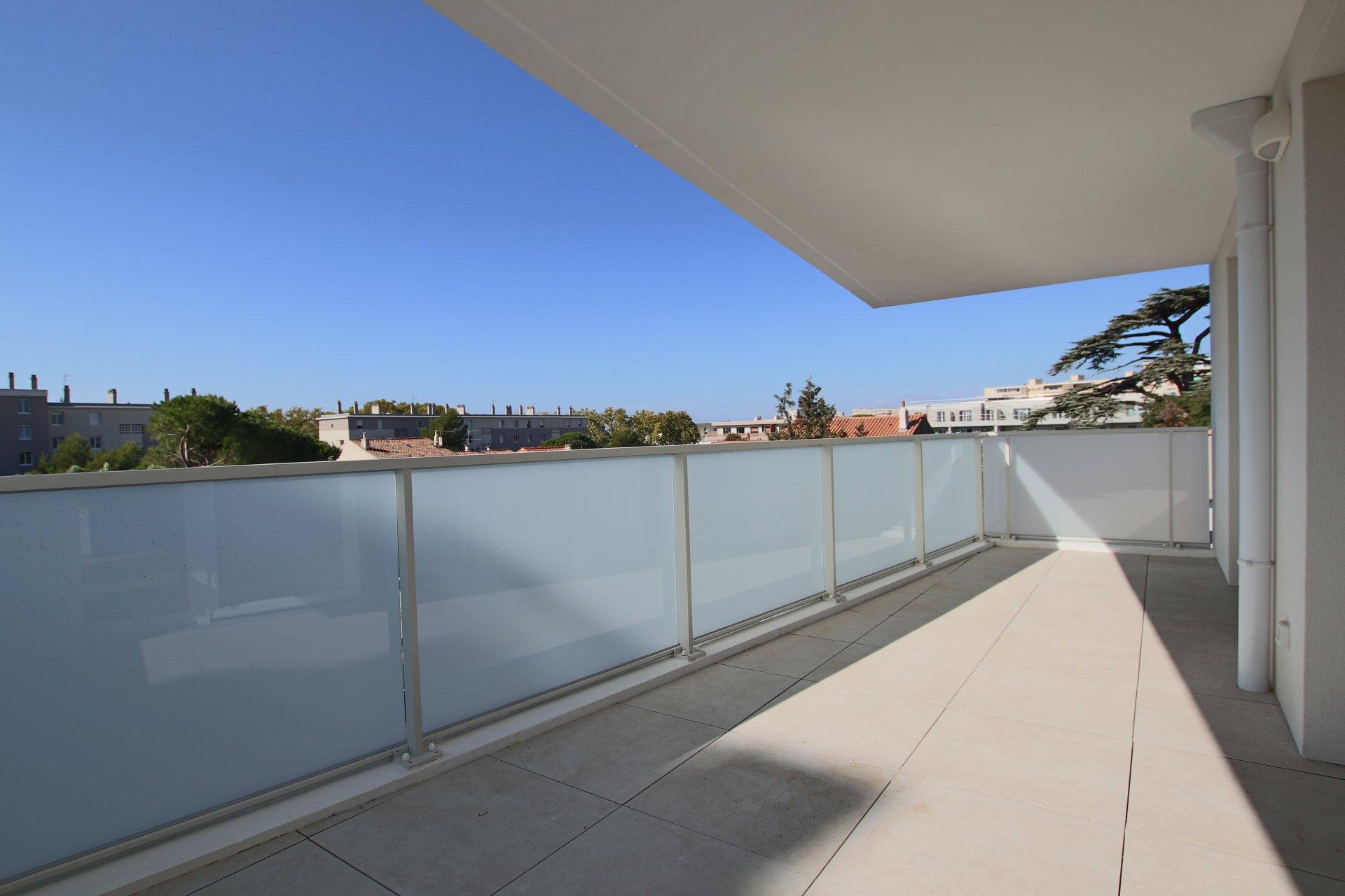 MAZARGUES -T3 de 65m² avec terrasse et box double au calme d'une résidence neuve.