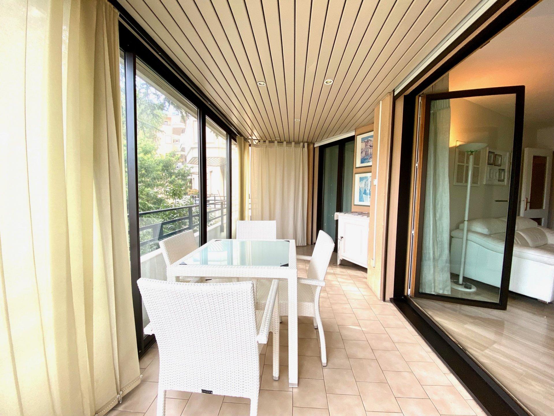 2 pièces de 50 m² Cannes - Banane -
