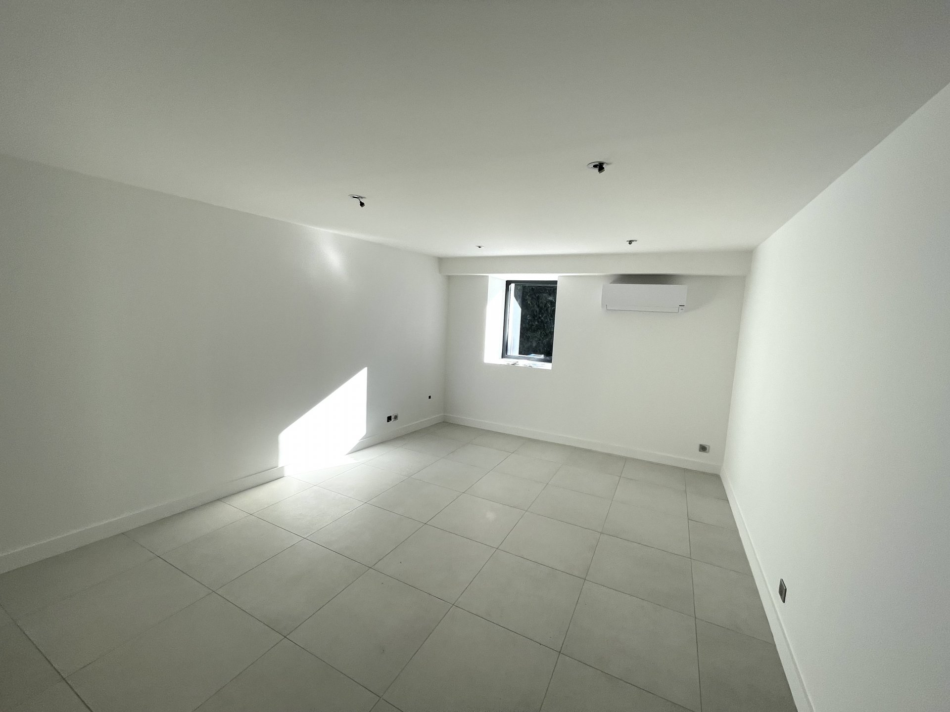 Local de 21 m² CENTRE VILLAGE à PARTAGER