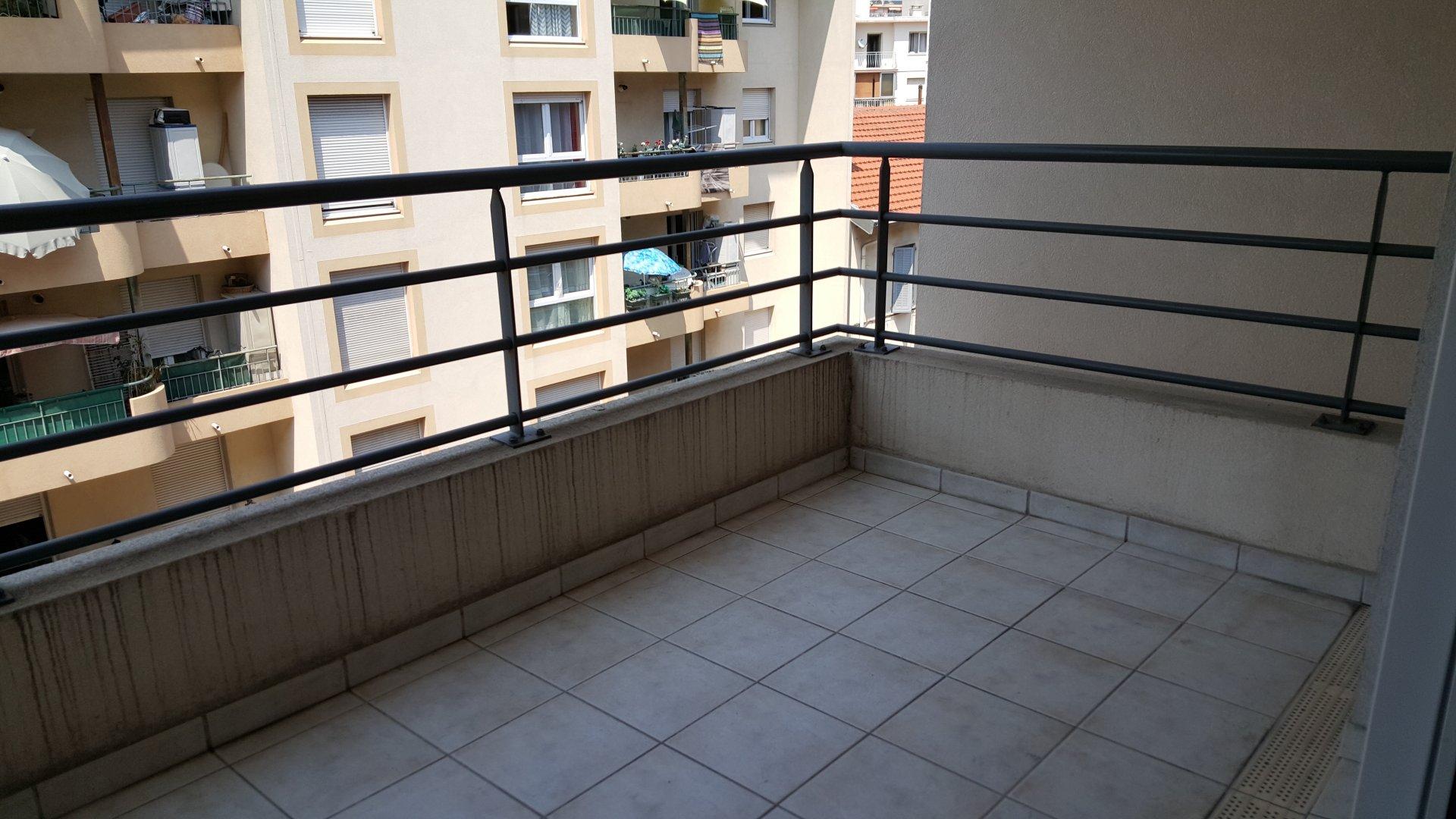 Studio parking terrasse