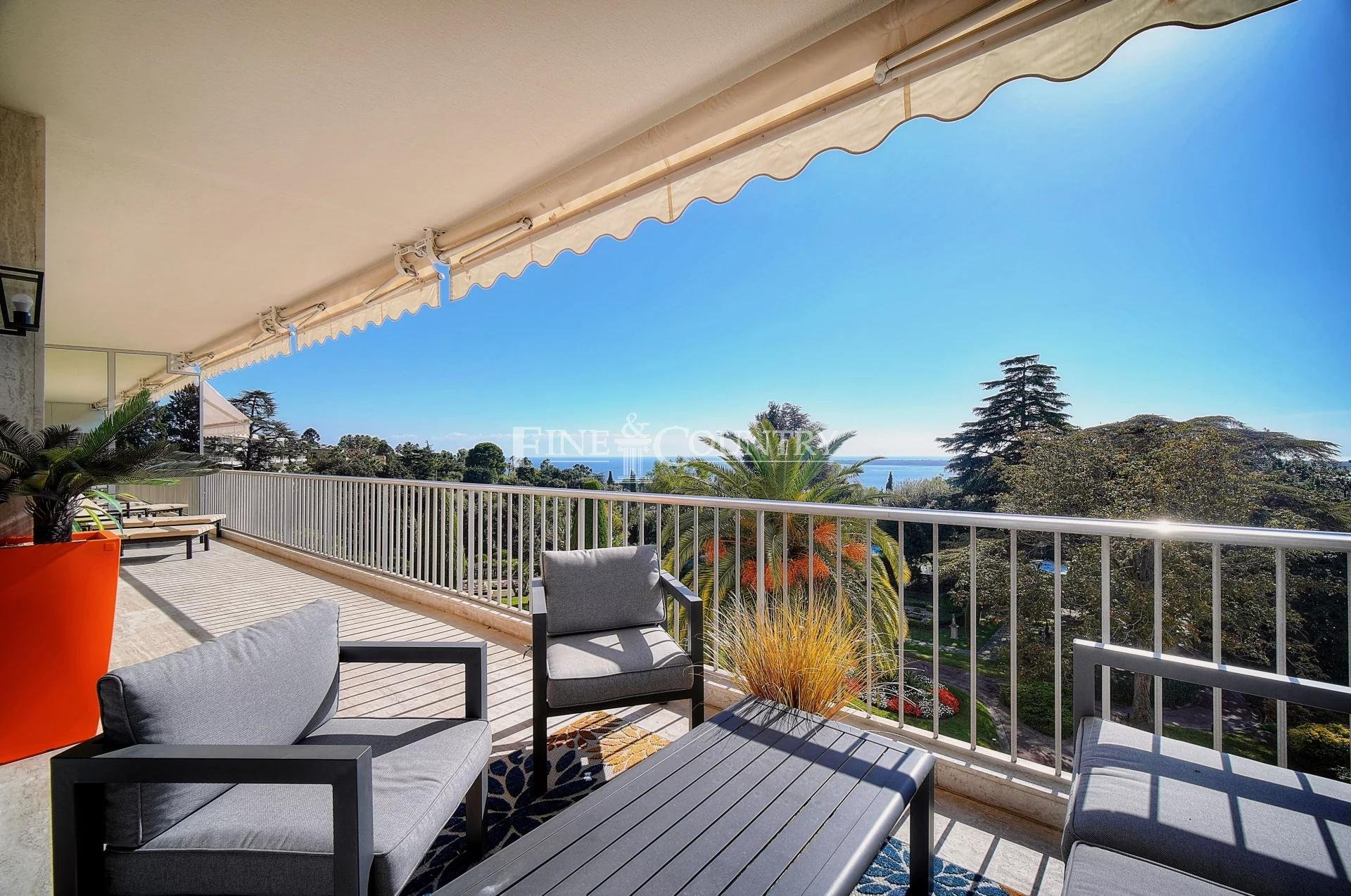 Sea View Apartment for sale in Cannes