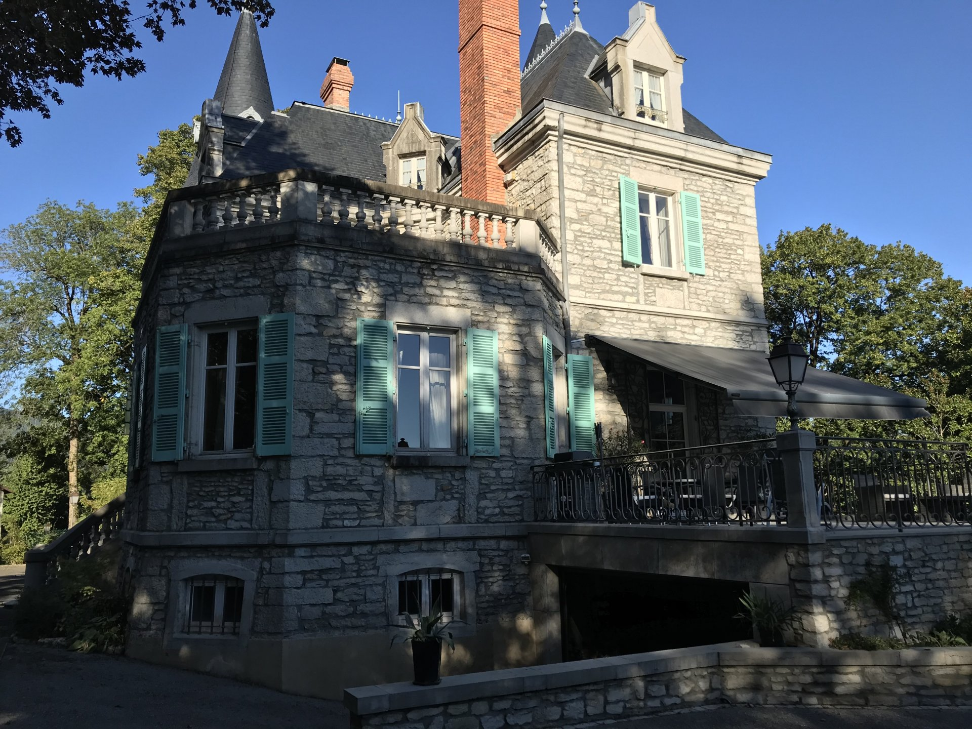 CHATEAU 19è à 1h30 de Genève et 1h15 de Grenoble