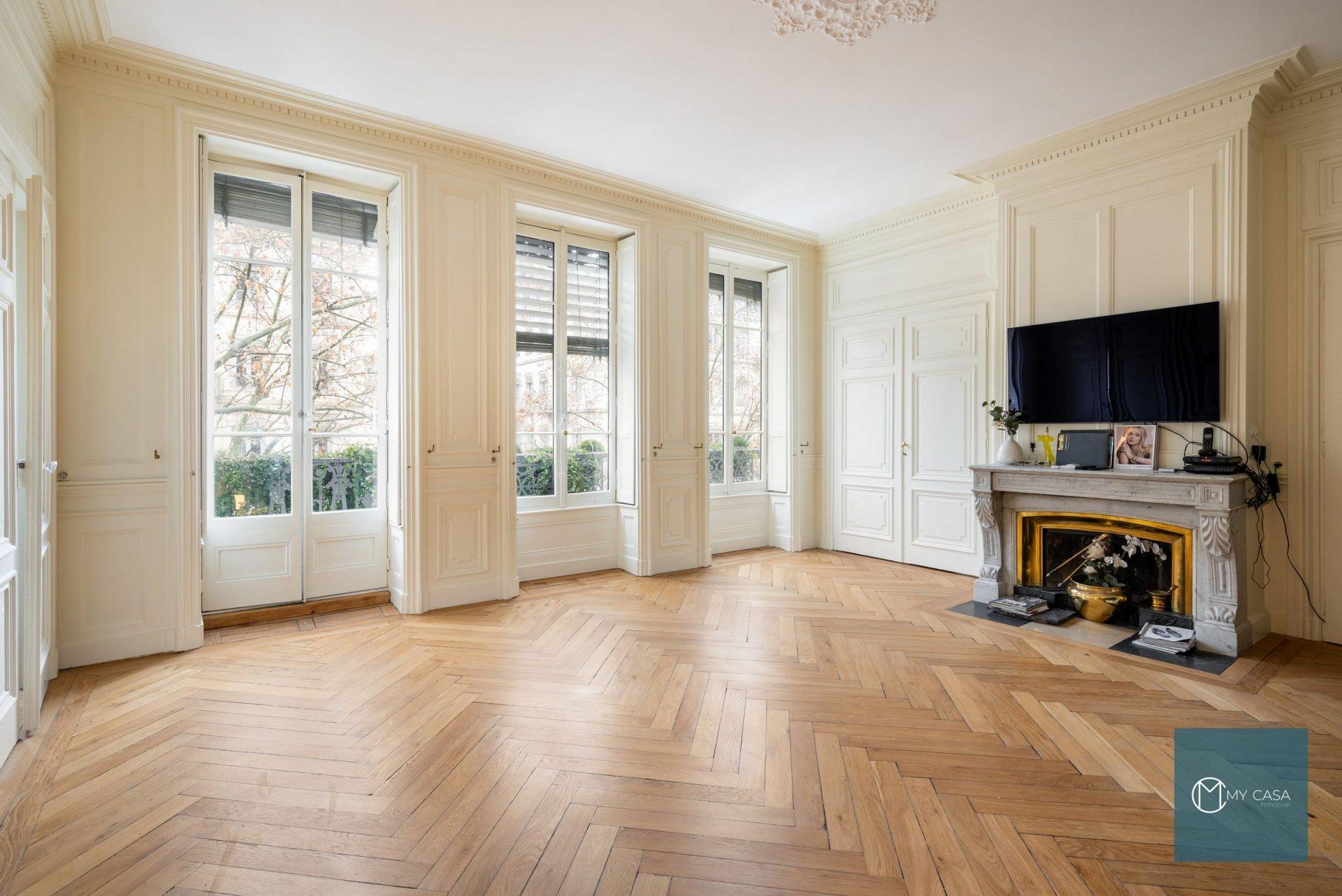 AVENUE FOCH - Magnifique Bourgeois de 74 m2