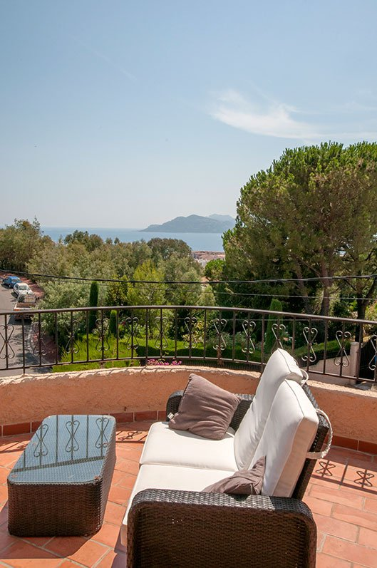 Duplex apartment with views and private pool.