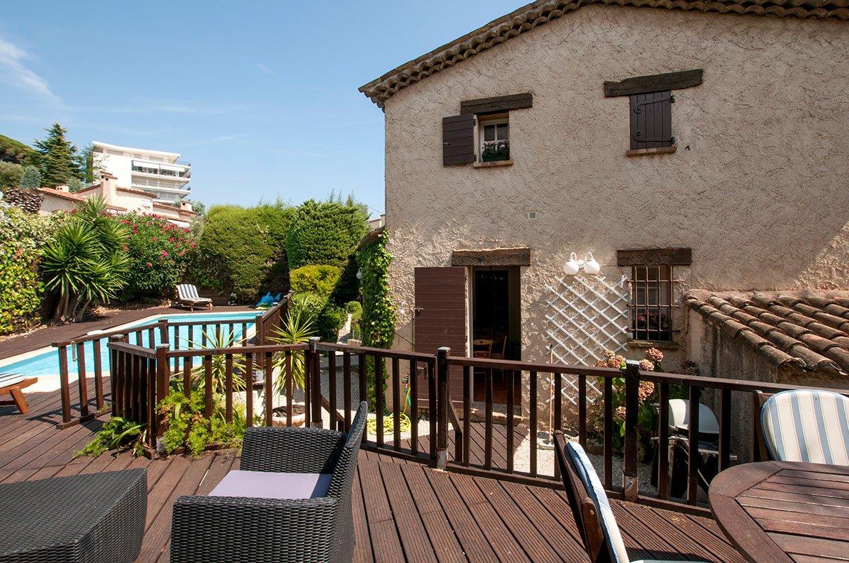 Duplex avec jolie vue et piscine privée.