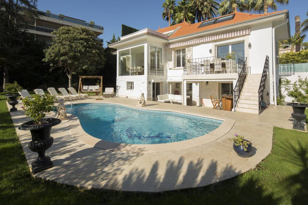 Beautifully refurbished villa for sale - 5 bed - Cap d'Antibes