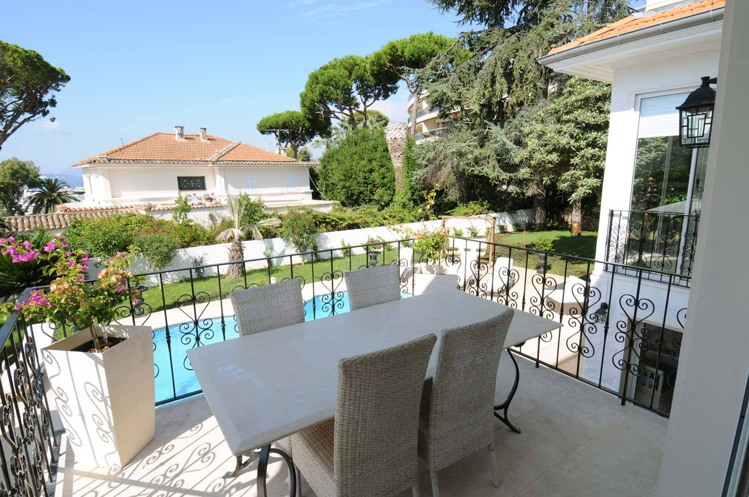 Beautifully refurbished villa for sale - 5 bedrooms - Cap d'Antibes