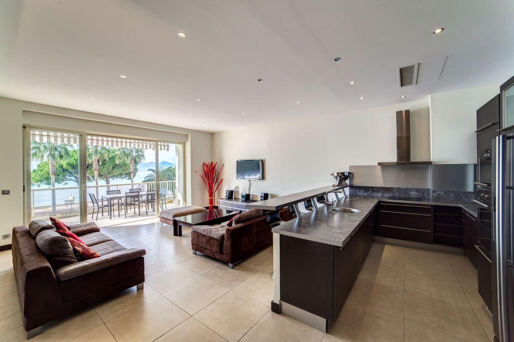 CANNES CROISETTE 5 ROOM FLAT FOR SALE