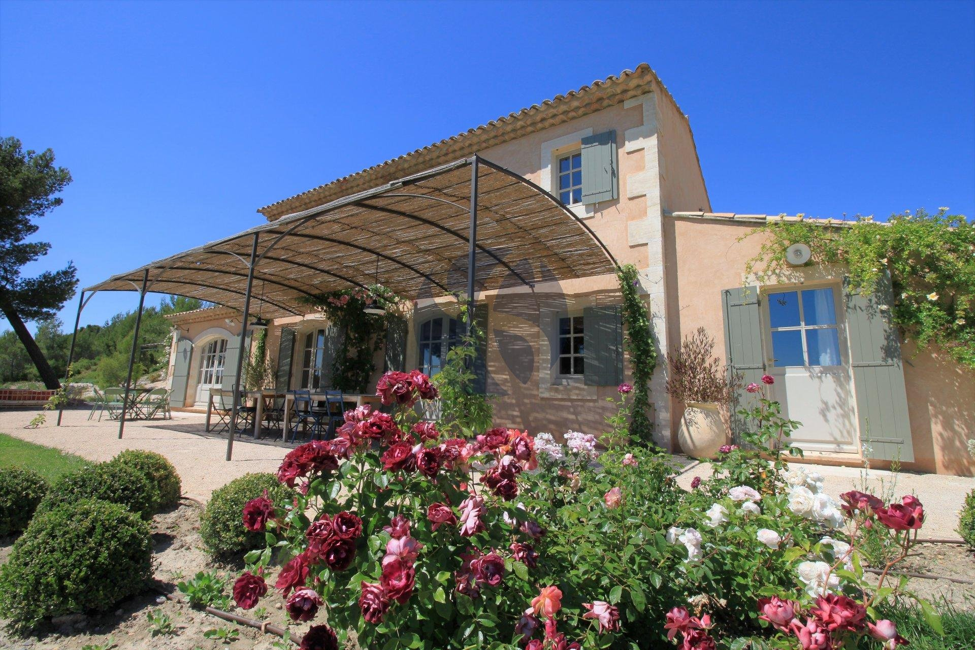 Property overlooking the Alpilles in Maussane