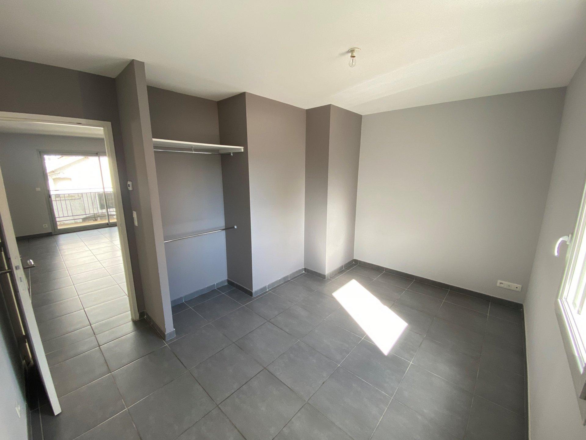 SAINT-ETIENNE - T3 dans une résidence récente avec balcon et place de parking