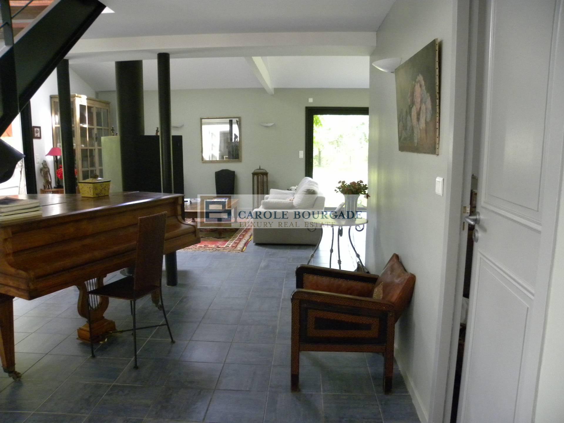 House with garden and swimming pool, tennis, 25 km from the Vinexpo exhibition