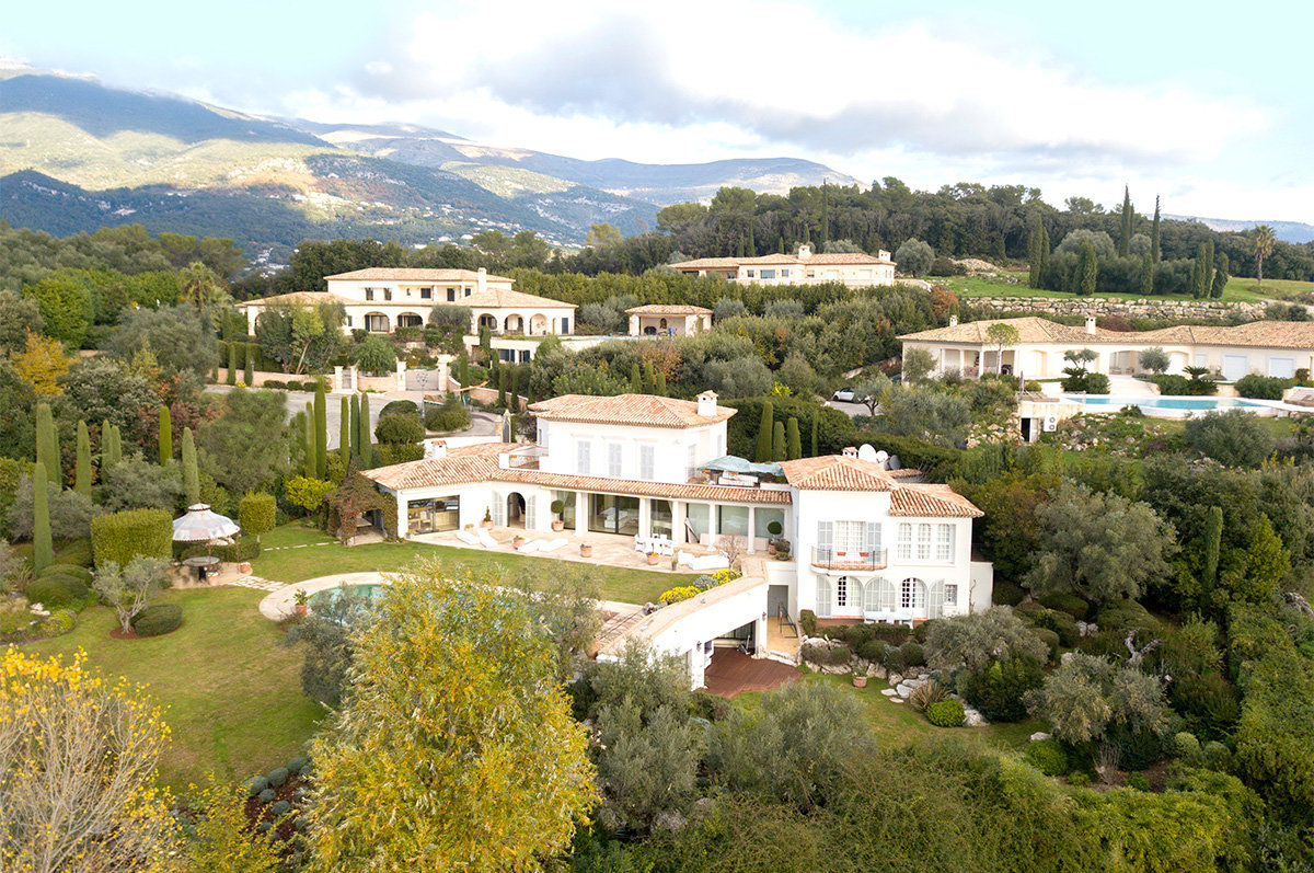 An exceptional 7 bedroomed property with stunning views - Roquefort les Pins