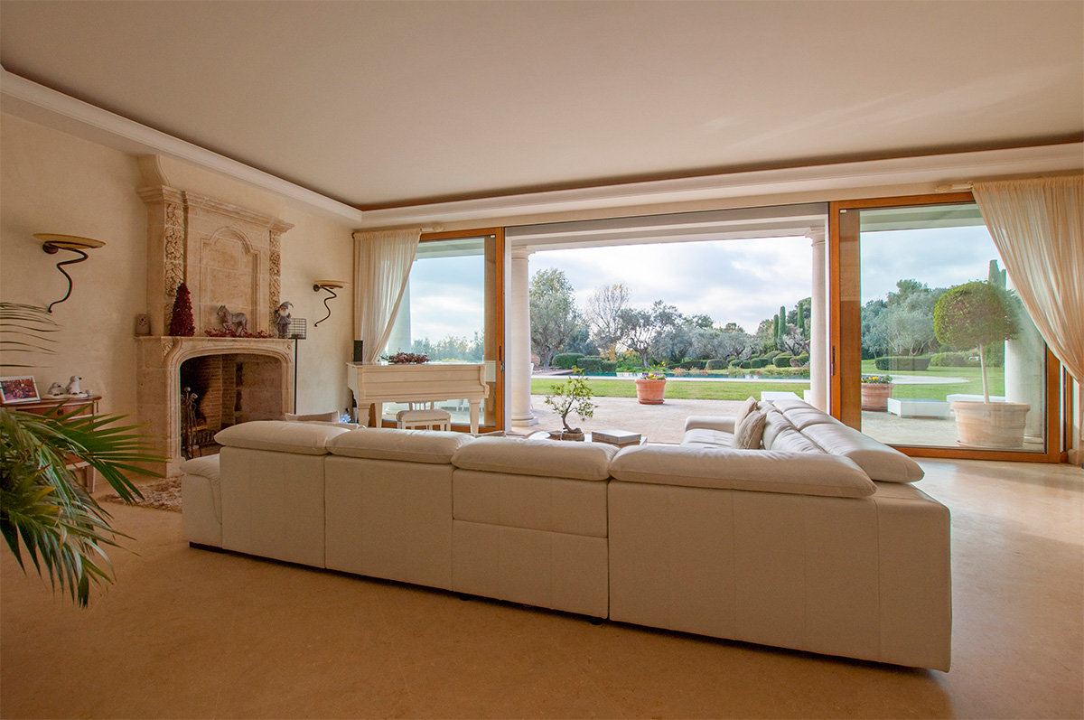 An exceptional 7 bed property with stunning views