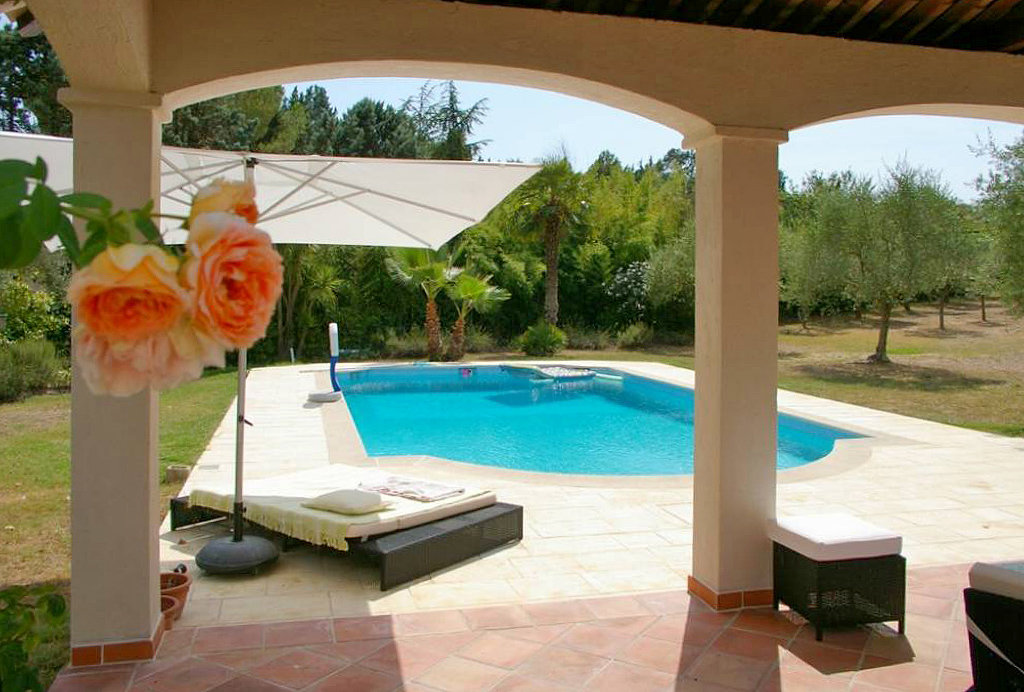 5 Bed Beautifully Renovated Villa Close to Valbonne
