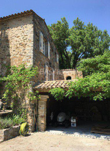 Location propriété aux portes de cannes charme et authentique