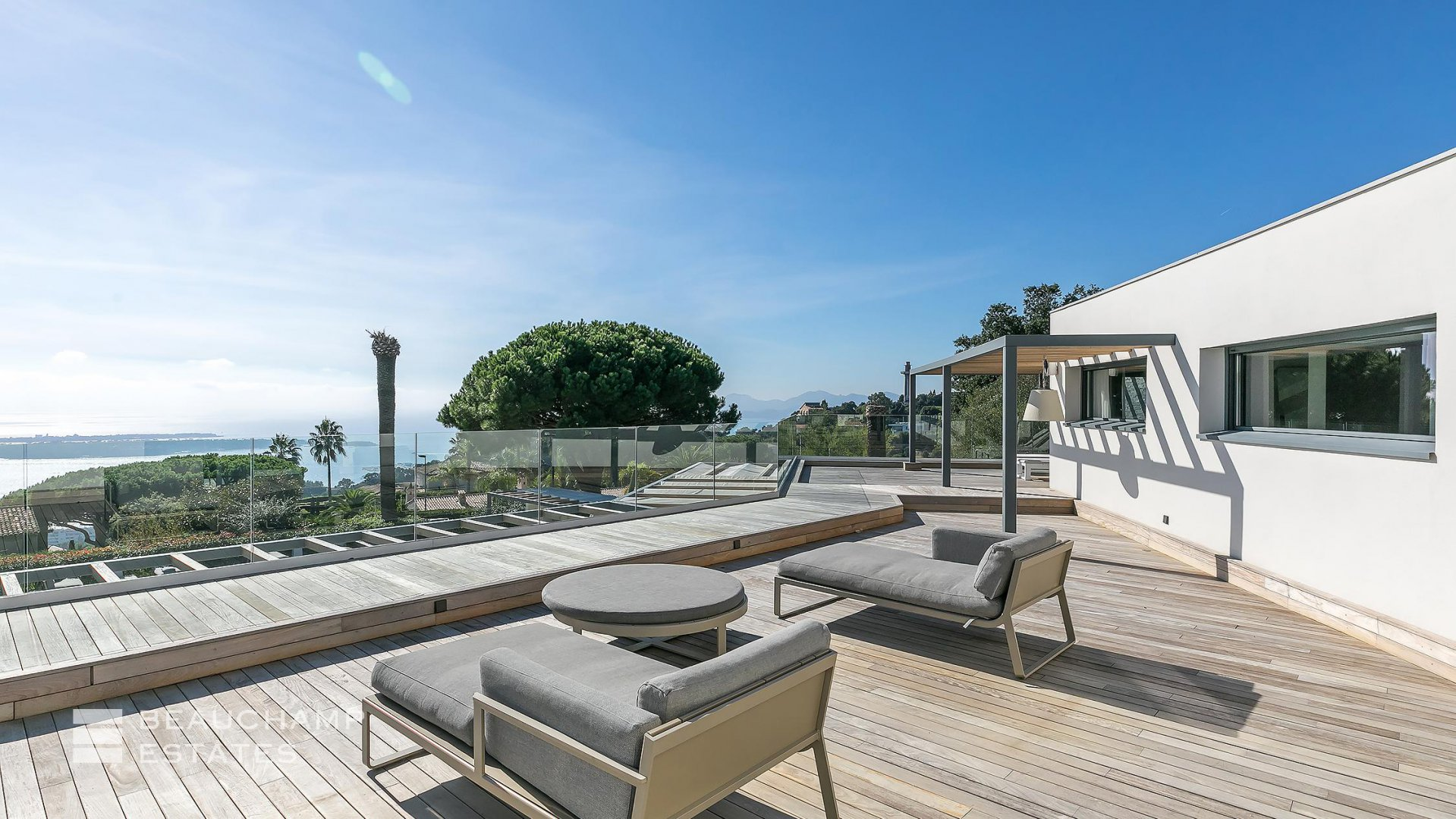 Luxurious 5 Bedroom Villa in Cannes with panoramic sea view