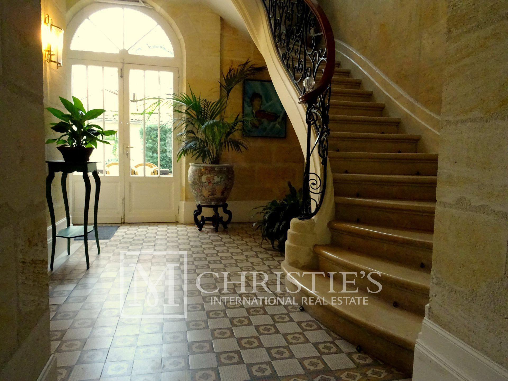 Charming town house in the center of Libourne