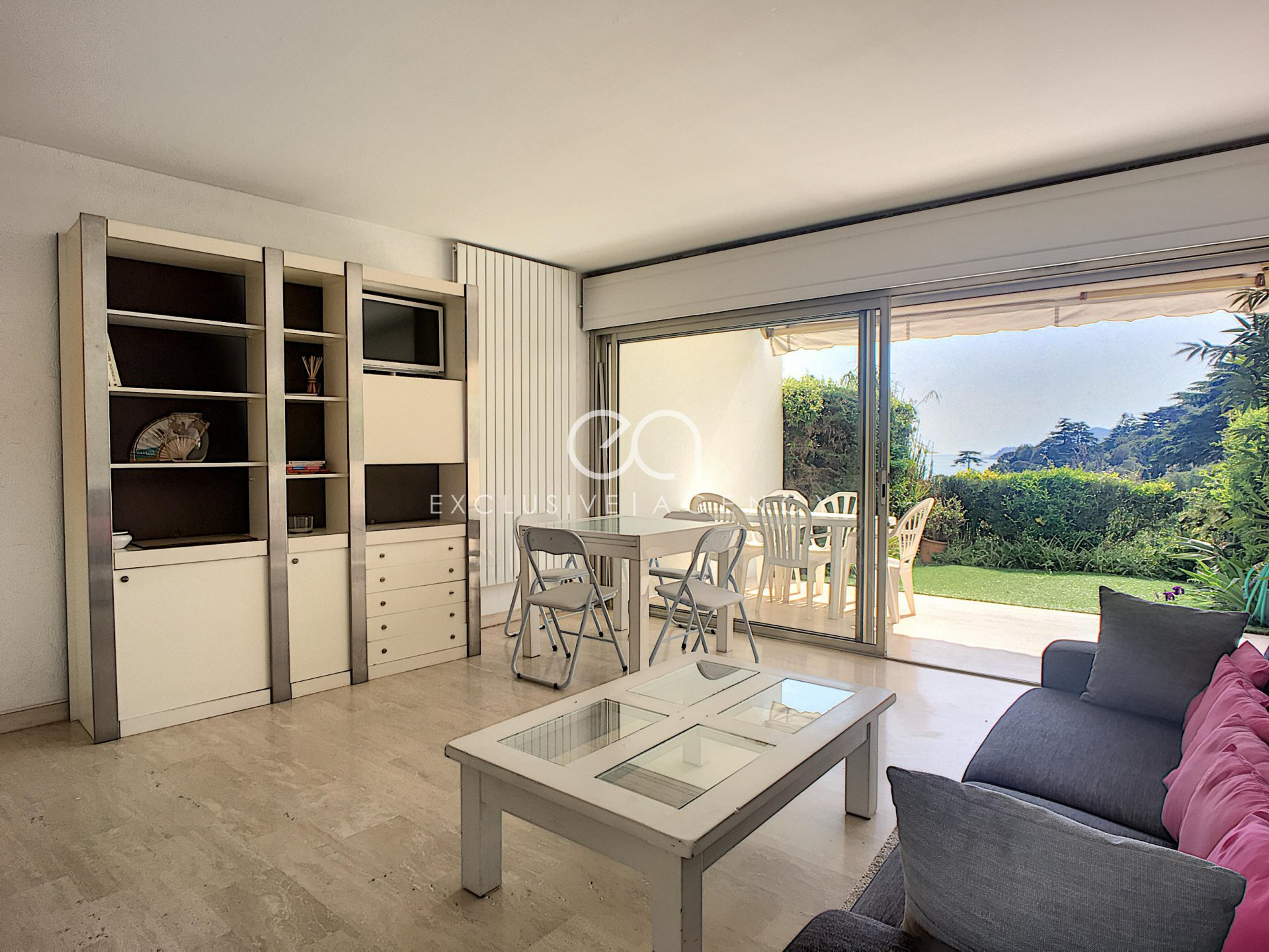 Rent Cannes furnised 59,10m² 2-bedroom apartment, panoramic view, tennis and pool.