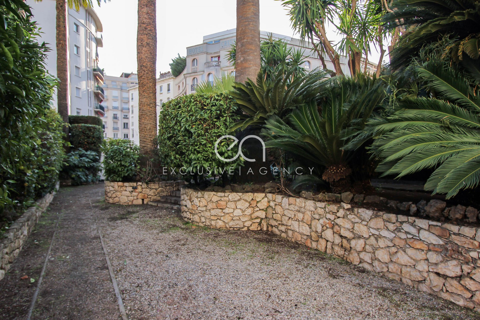 Short term rental Cannes city center rental Bourgeois house for 5 to 12 people.