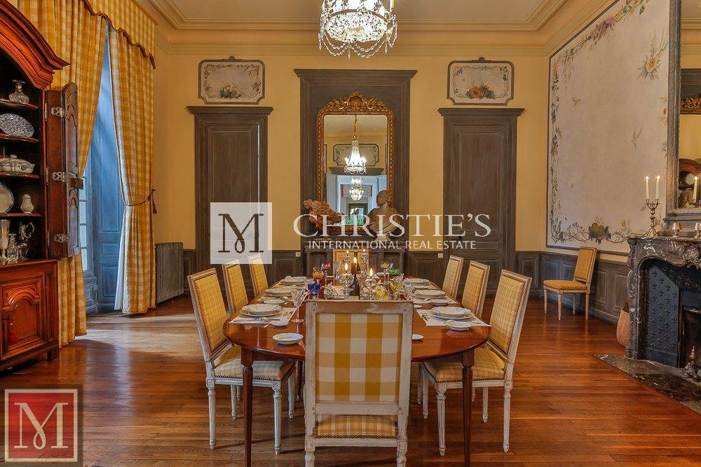 Dining room, wood floors, fireplace, chandelier