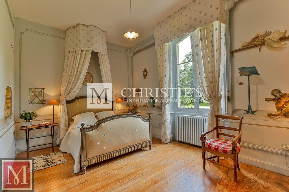 Bedroom, wood floors
