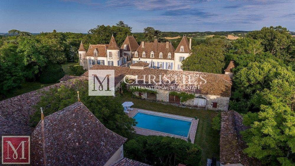 Ariel view of chateau with swimming pool