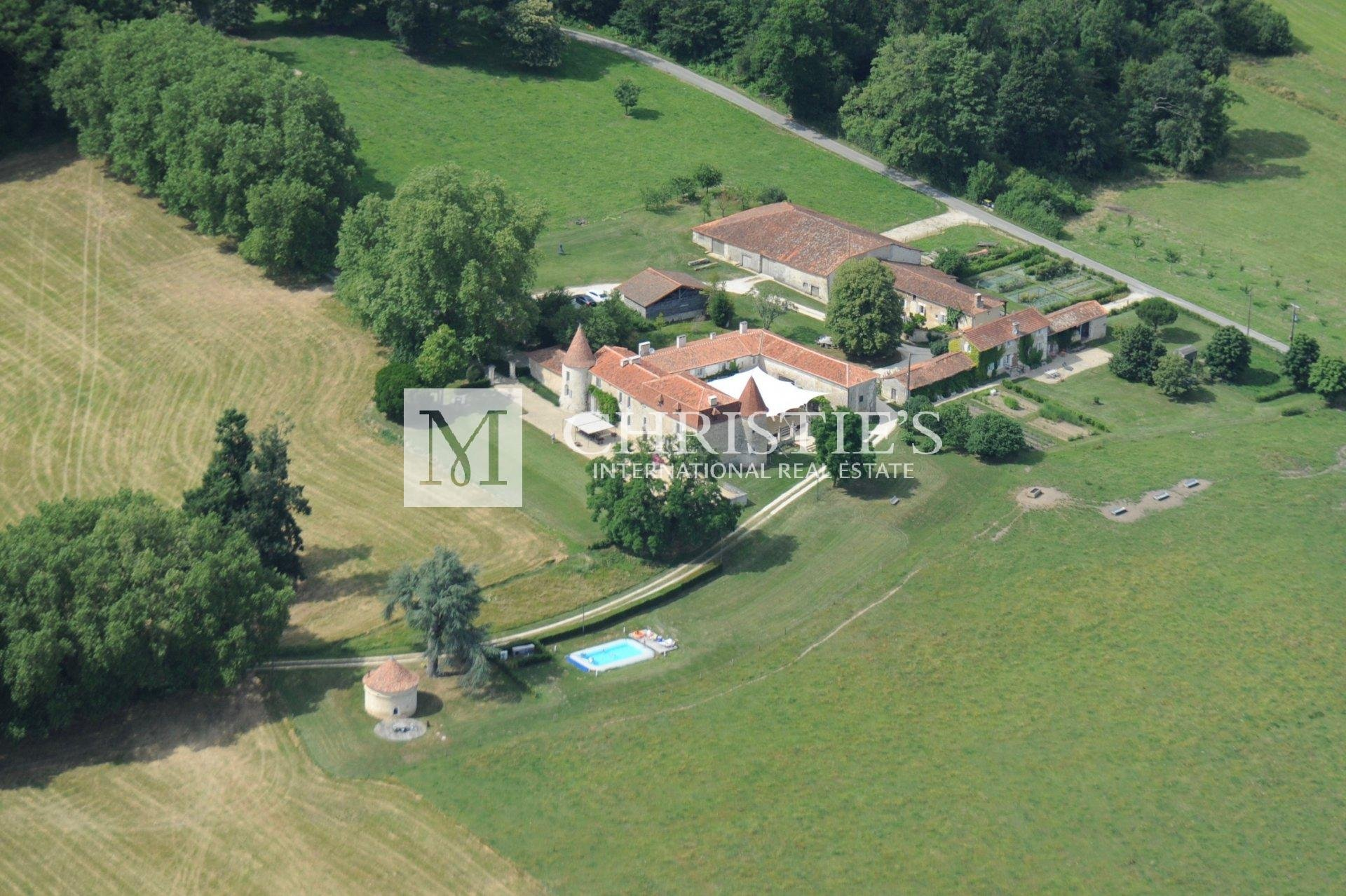 Exceptional 15th century property in south Charente