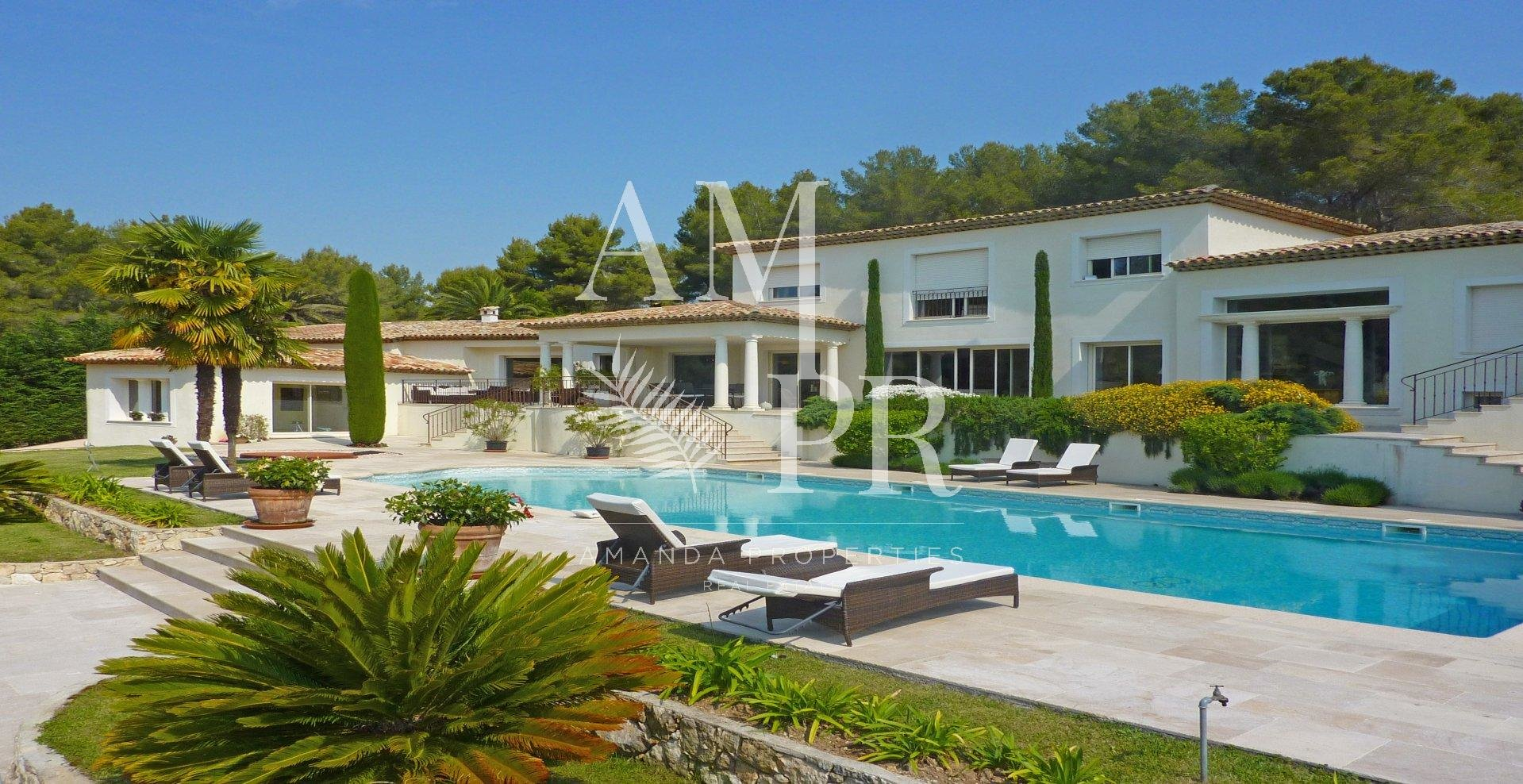 Somptuous modern property : price drop of Euro 500000