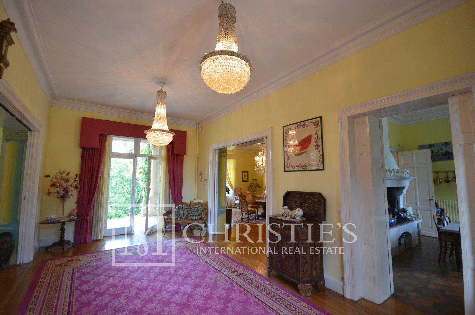 C19th Manor House with 25 hectares and Stables