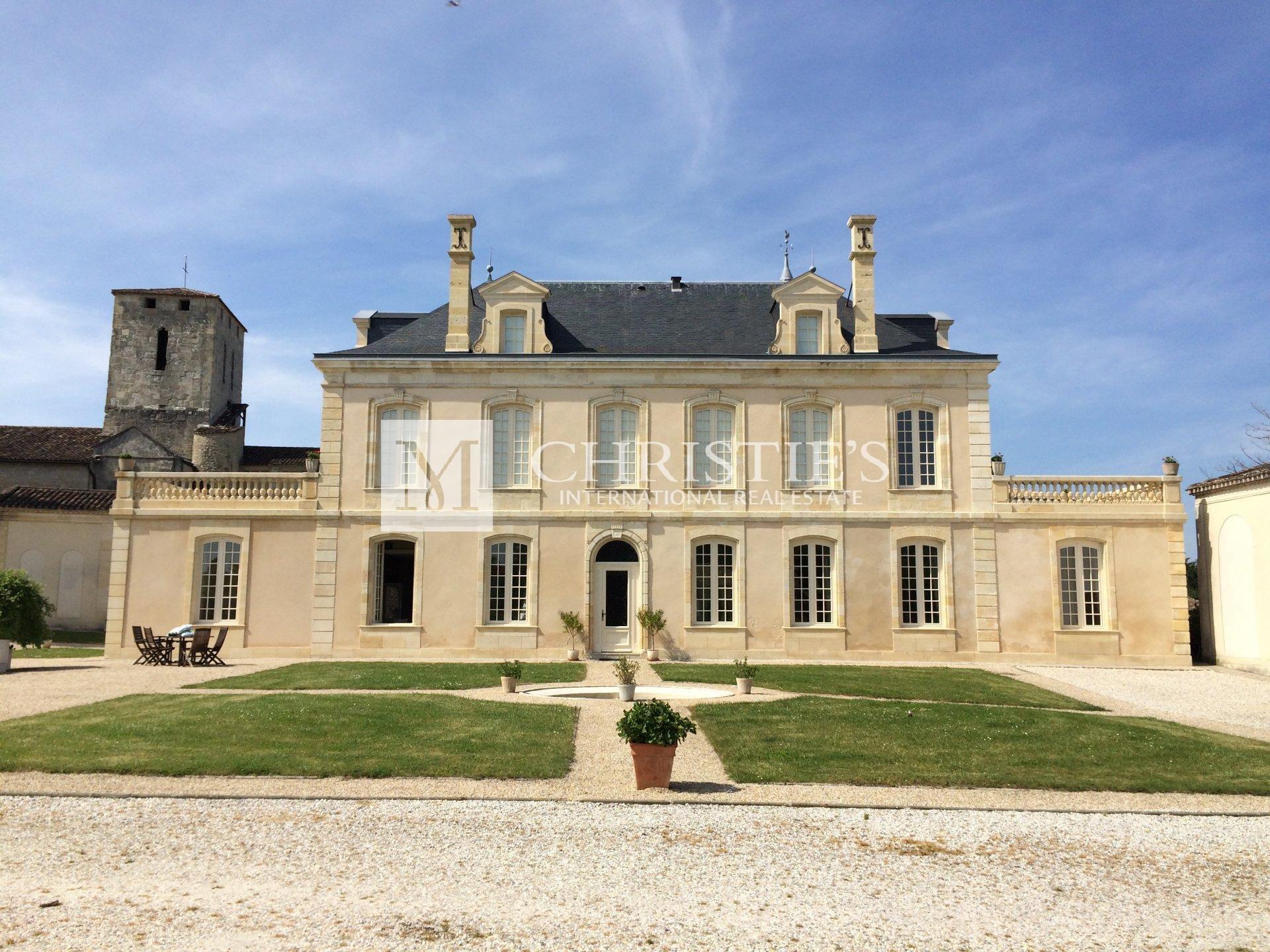 Beau Château à vendre avec 1 ha AOC Médoc