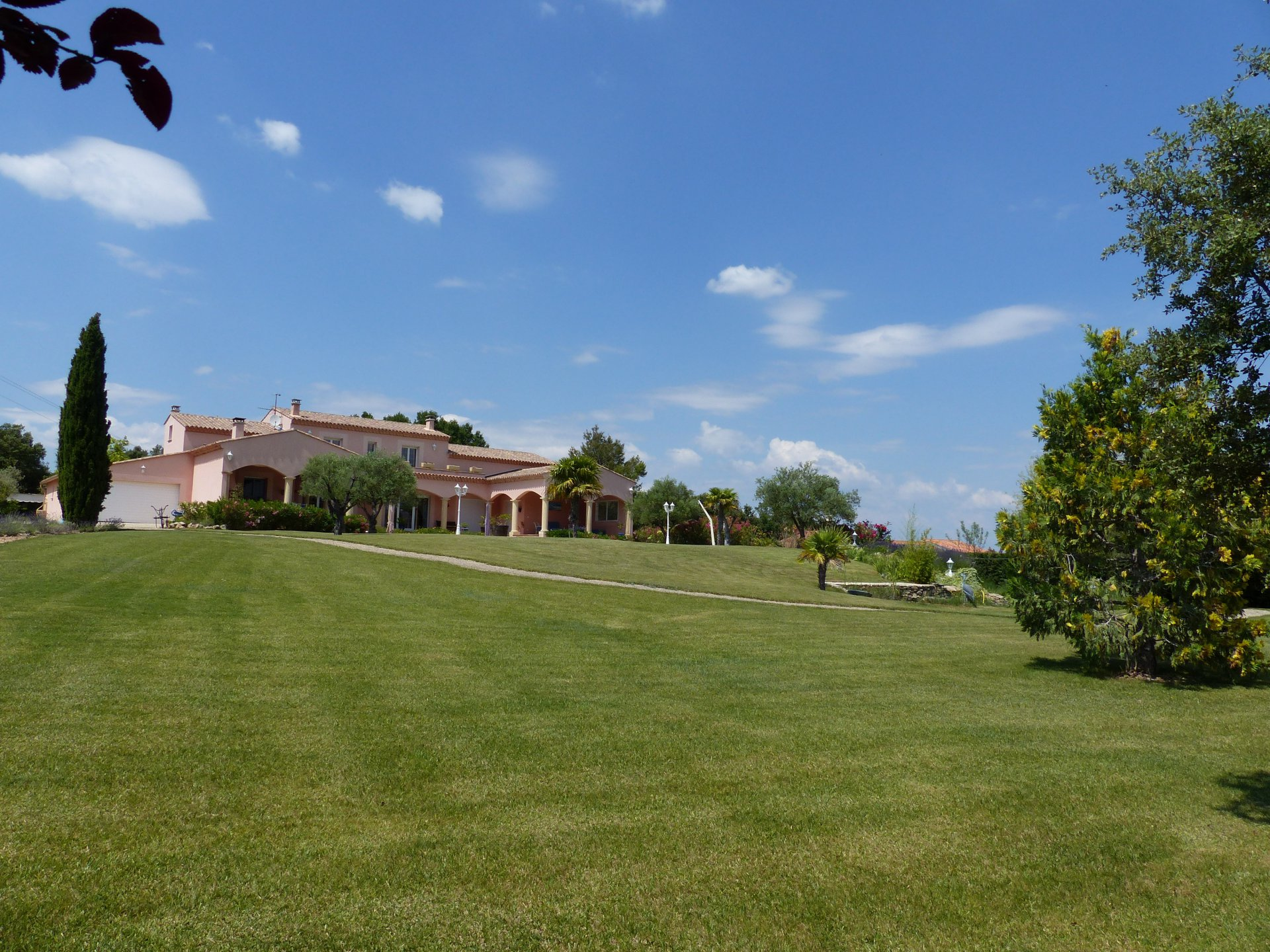 In the heart of thr Provence Verte, 5 bedrooms villa of 395sqm