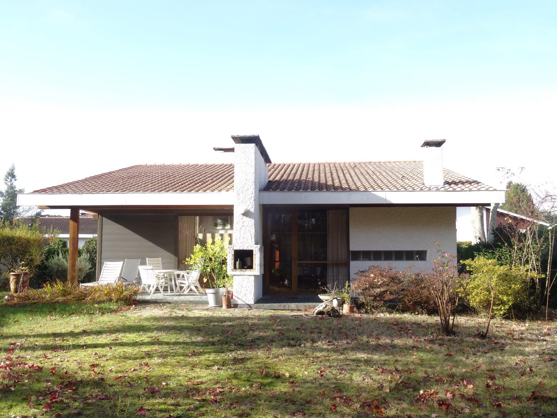NICE HOUSE WITH GARDEN IN MERIGNAC