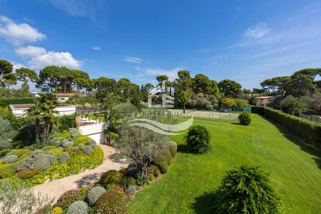In the heart of Cap D'Antibes