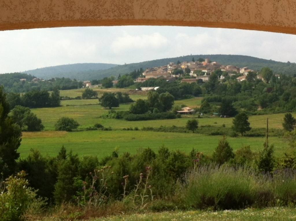 Recent house with pôol and amazing view on the village Montmeyan