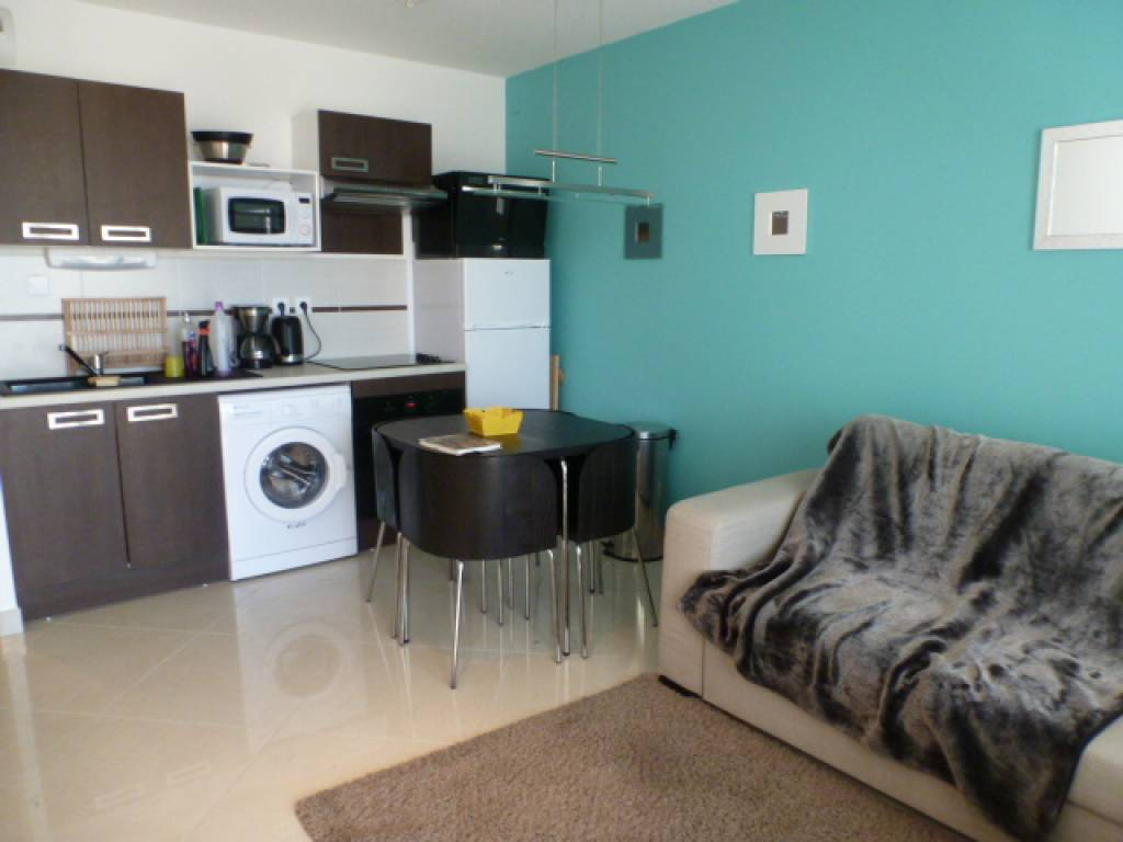 Rental Apartment - Saint-Pierre-la-Mer