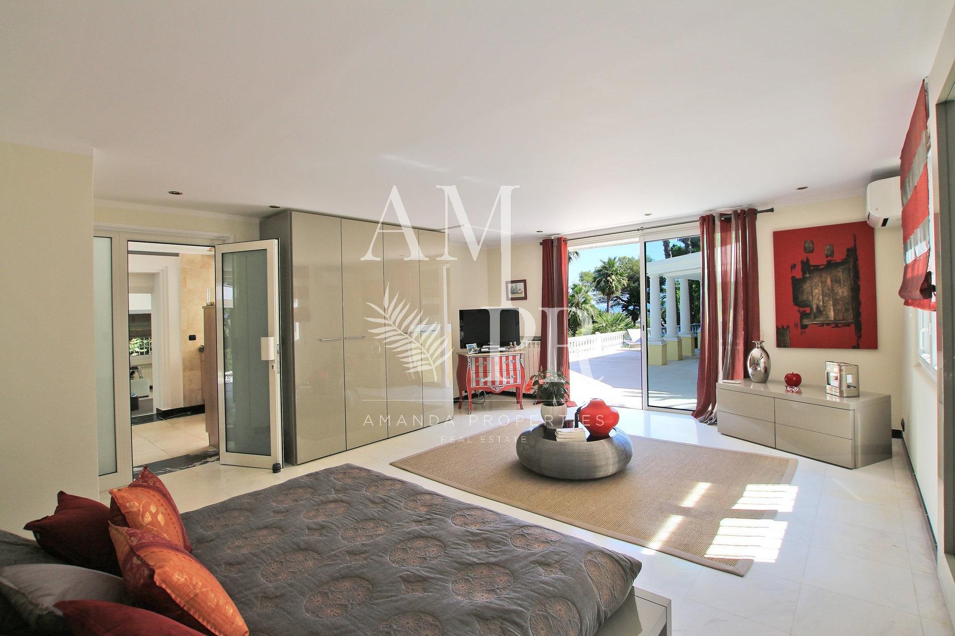 Sole agent - Neo-Florentine villa with sea view