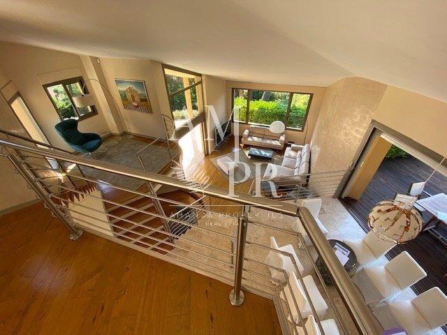 Superbe villa d'architecte avec vue sur le village