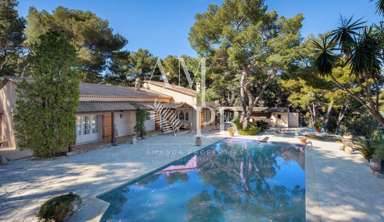 Secured domain sea view charming villa